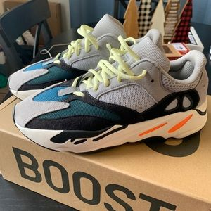 YEEZY 700 Wave Runner 9.5/10 Worn Once! 100% Real